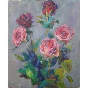 Розы на сером