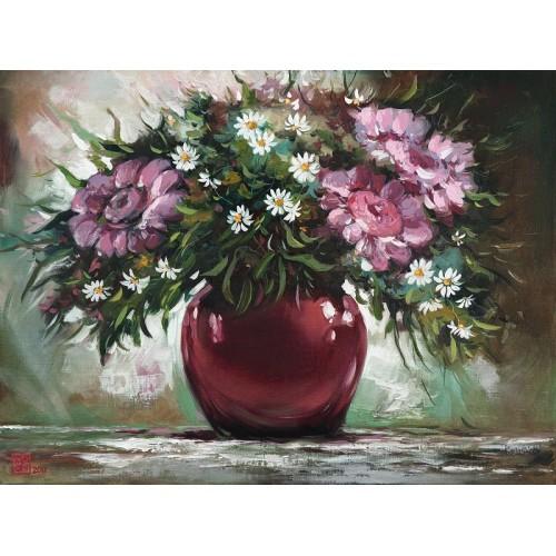 Цветы в бордовой вазе