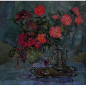 Алые розы на холодном фоне