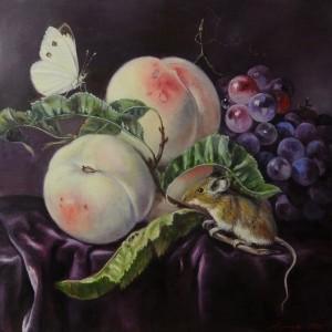 Натюрморт с персиками, виноградом и мышью