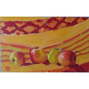 Яблука на жолтому фоні