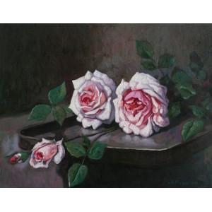 Троянди на підносі