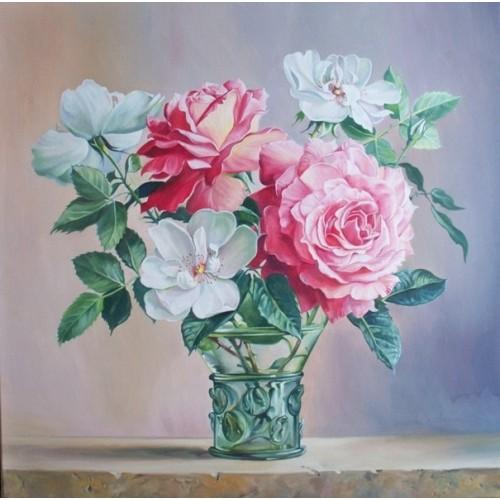 Розы в стеклянной вазочке