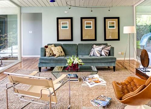 Картины оформленные в паспарту в интерьере гостиной